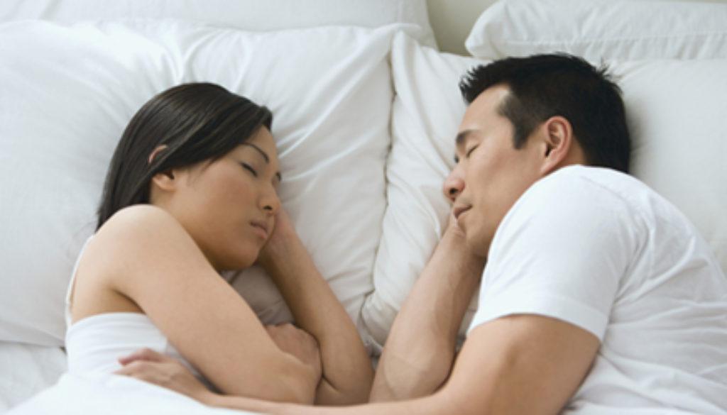 couplesleeping